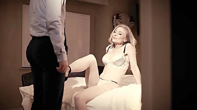 Flirty mature blonde Nina Hartley has seduced man for random fantastic fuck