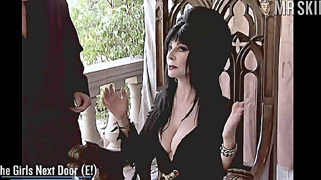 Watch some nude body flashed by real actress Cassandra Peterson