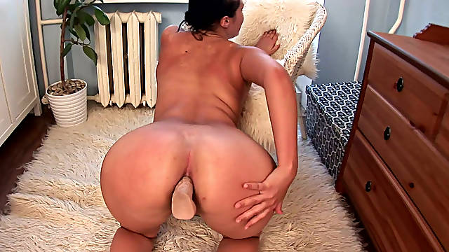 Wanton Asian bitch Vanessa Vaughn presents hard anal solo