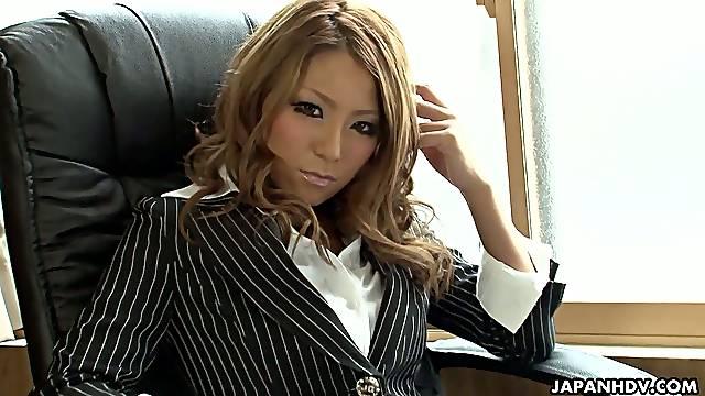 Oriental secretary Sakura Kiryu is masturbating at work