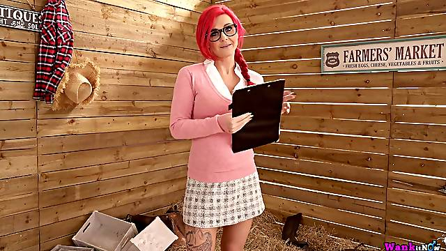 Bright pink haired sweetheart Roxi Keogh exposes big boobs and rubs clit