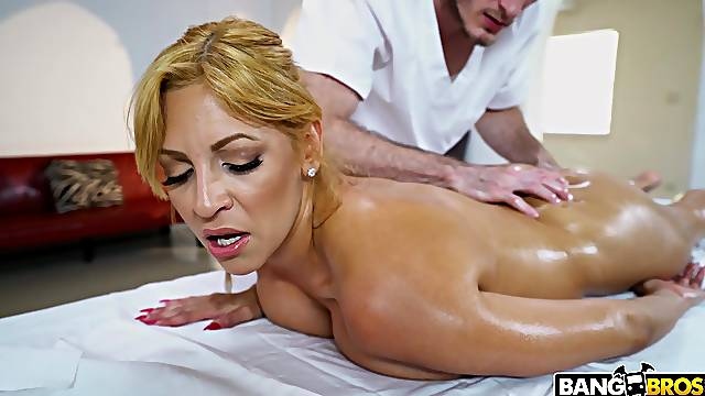 Latina mature ass fucked by the hot masseur