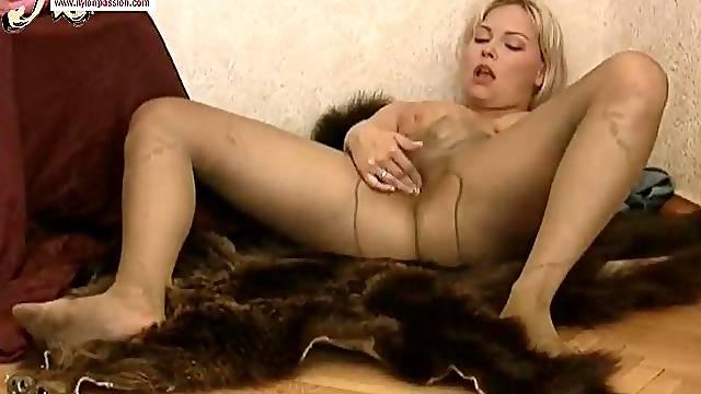 Curvy blonde masturbates in sheer pantyhose