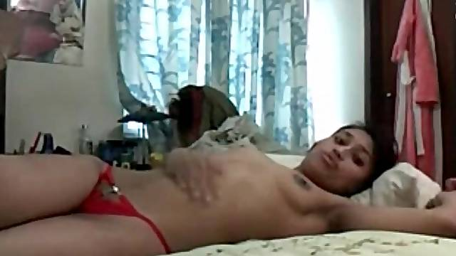 Pakistani webcam couple fools around and gets horny