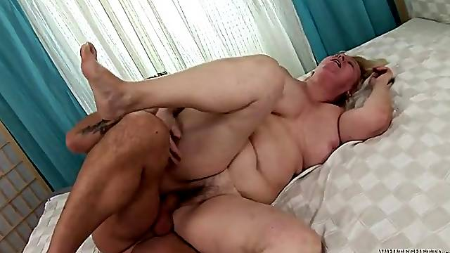 Chubby granny cunt takes a sticky creampie