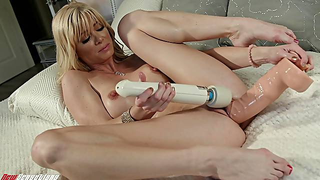 Hot blonde tries both dildo and vibrator on her juicy cunt