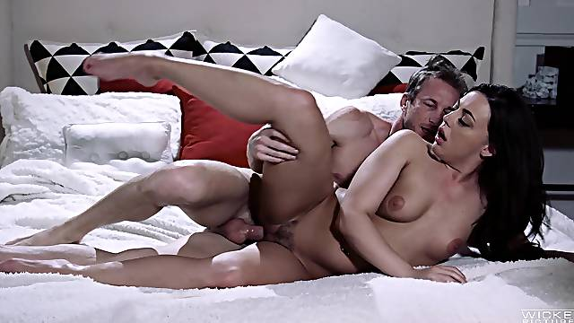 Missionary and cum on the trimmed pussy for Whitney Wright