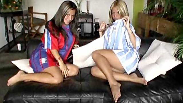 Striking twins get naked on the sofa