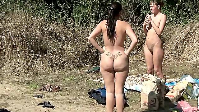 Amateur ladies are fucking on the beach