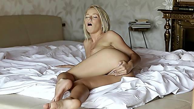 Steamy masturbation with blonde Kiara Lord