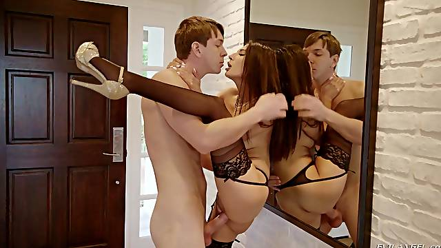 Exceptional sex scenes down at the toilet for Gianna Dior