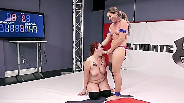 Kinky lesbian wrestling session for Savannah Fox and Johnny Starlight