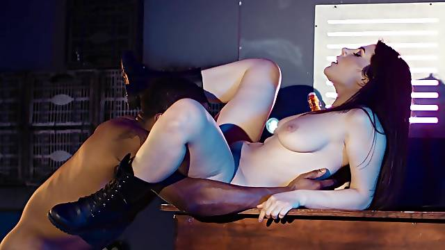 Crafty Valentina Nappi does not miss a beat during amazing bang