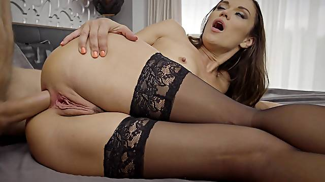 Stocking-clad Alyssa Reece is perfection during a booty bang
