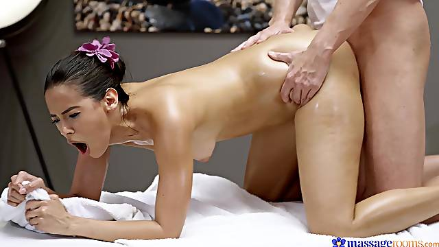 Pure lust on the massage table that leaves the hot babe speechless