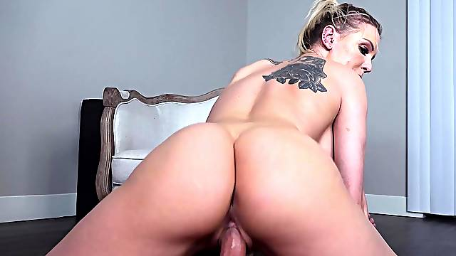 Blue eyed MILF in supreme reverse cowgirl POV