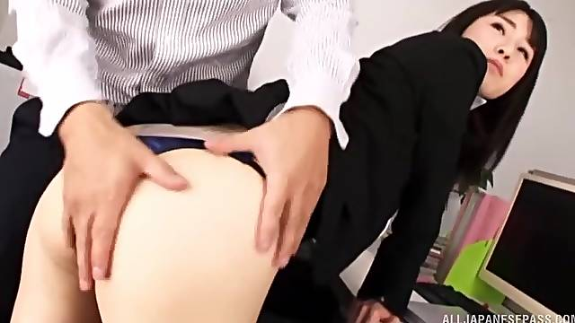 Amateur Asia office babe first day at the office and she gets laid with the boss