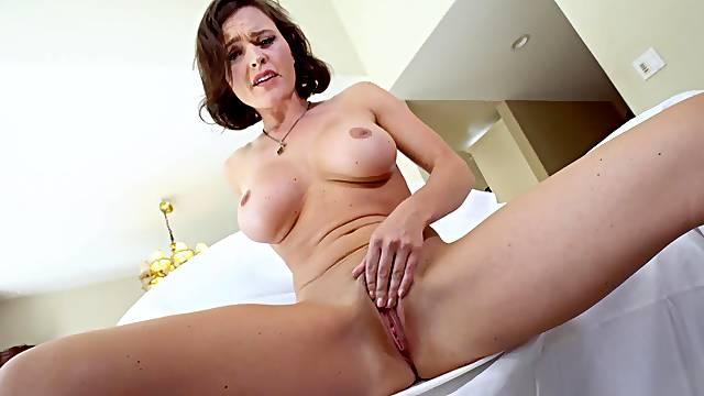 Nude curvy mom dazzles with her unique skills
