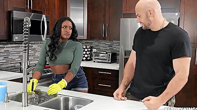 Big ass ebony woman takes her dose of white pleasure
