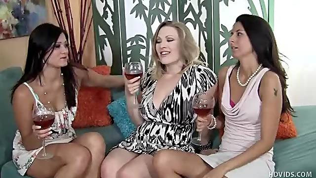 Foursome stars drunk milfs and horny guy