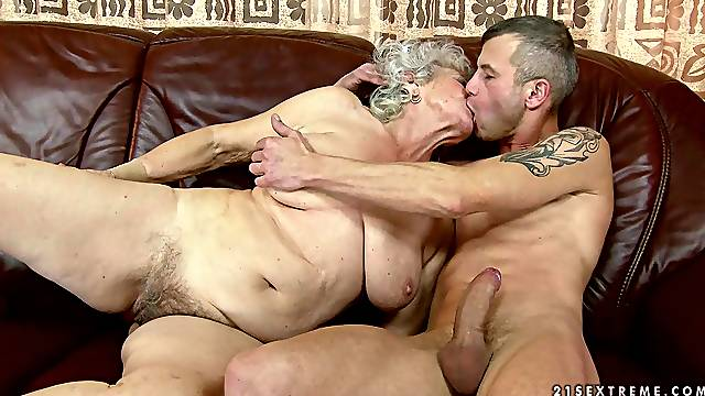 Gray haired granny laid in hairy pussy