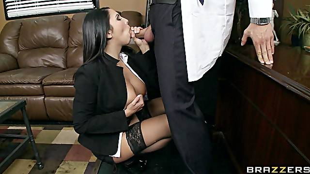 Office slut gives her pussy for hardcore sex