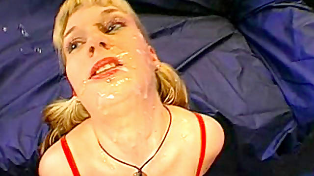 Alluring smiling blonde loves to swallow sperm with pleasure