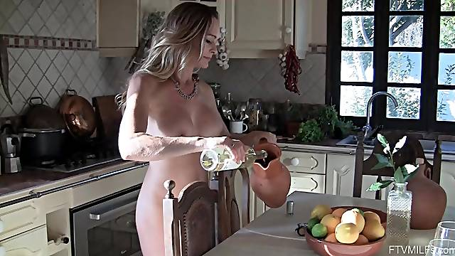 brave lady Eve puts the bottle in her wet and perfect pussy for the best cum