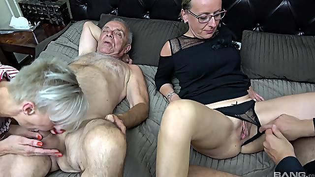 Aged Martina Steskalova and Gerlinda Spalova fuck like girls half their age