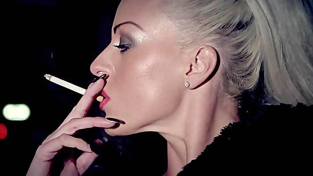 Ravishing MILF Lissa Love puffs on a cig before a wild bang