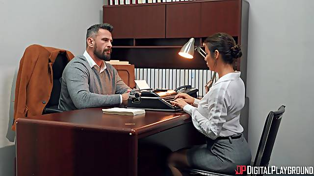 Office babe ends up getting laid with the boss