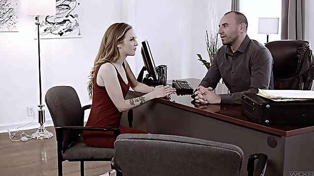 Office woman likes her pussy soaked in the boss's office