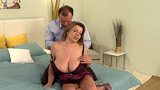 Deep sex with a chubby mom who's huge tits need cum