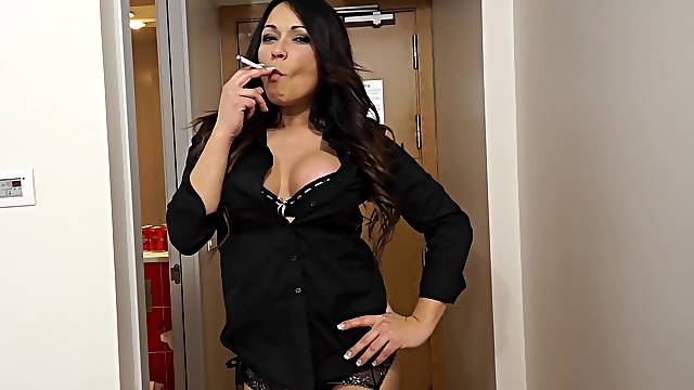 Fat shaft makes gorgeous MIILF scream during the doggy style