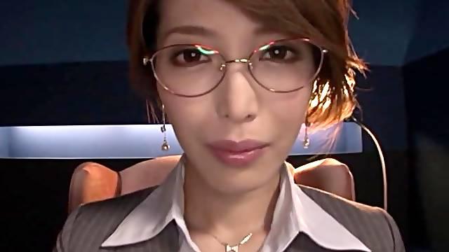 Japanese MILF Kimijima Mio enjoys a splending fingering session