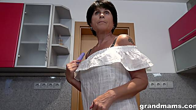 Deep pussy passion for granny in her first webcam solo special