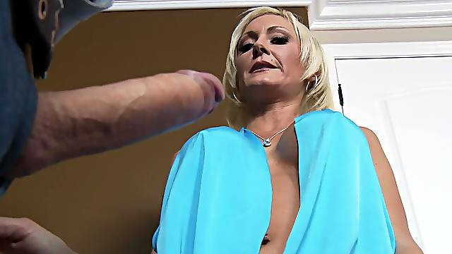 Hot mature ends a nude porn play with facial