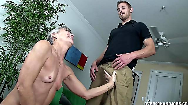 Skinny granny soaks her face in sperm after a quickie