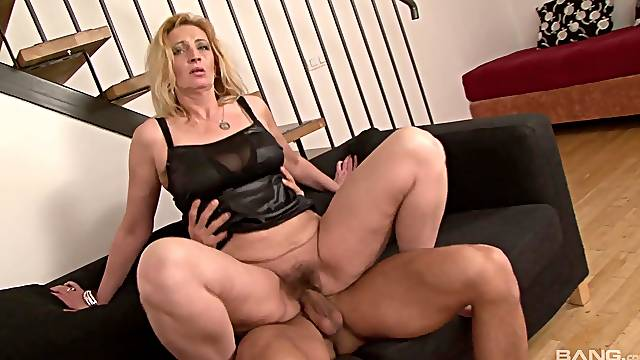 Spicy ass mature mom inserts younger inches down her hairy snatch