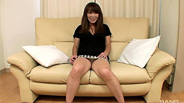 Insolent Japan MILF inserts huge toy into her bush