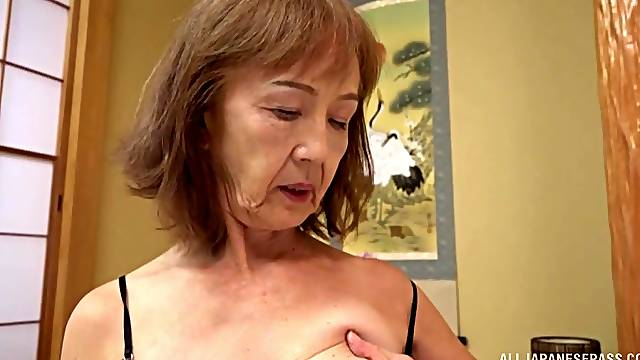 Old lady tries dick in the pussy after a long pause