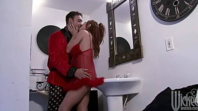 Hot Sex In The Bathroom With Gorgeous Kirsten Price