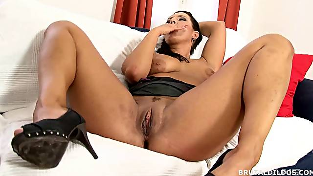 Saggy tits burnette MILF fingering pussy while masturbating her asshole with dildo