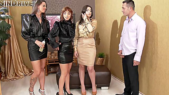 Simony Diamond invited her friends over for a nasty goup sex