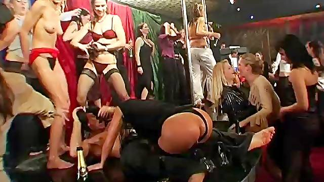 Fucking on the table and flooor with Barbara Summer & Gina Killmer