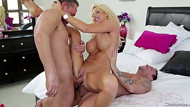 Blonde Courtney Taylor double penetrated hardcore till getting facial cumshot