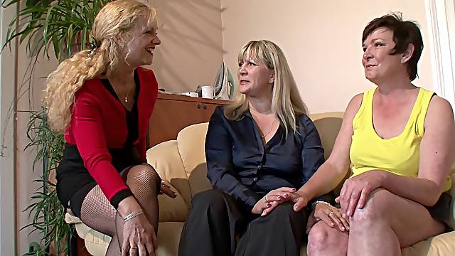 Mature German lesbians with shallow skills masturbate erotically in a threesome