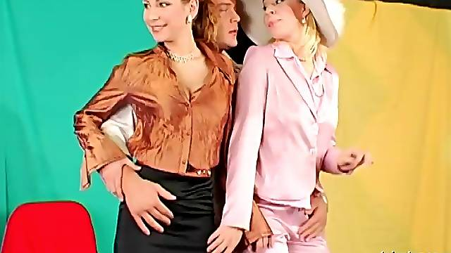 FFM threesome with two glamour pornstars Margarita & Rachel Evans