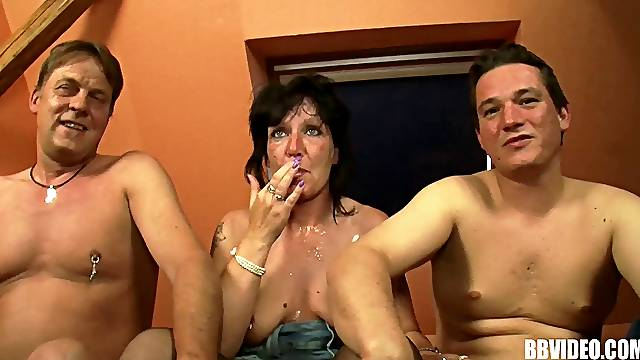 Dirty amateur threesome with two dudes and one mature slut