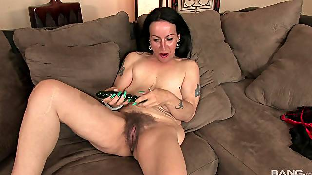 Mature slut Nina Swiss spreads her legs to play with her old cunt